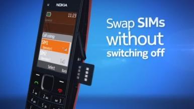 Slot sa strane omogućava lako menjanje druge SIM kartice
