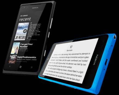 Nokia Lumia 900 ima ekran rezolucije 480x800 piksela, otporan na ogrebotine, sa dobrim uglovima gledanja i detektorom osvetljenosti okruženja