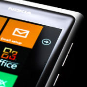 Nokia-white-Lumia-800-1