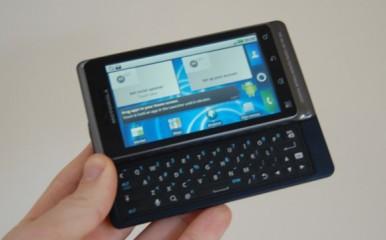 Motorola Milestone 2 dobro leži u ruci