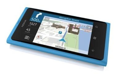 Nokia Lumia 800 vs iPhone 4