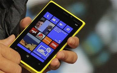 """Lumia 920 je skladan telefon """"većih"""" dimenzija"""