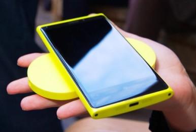 Lumia 920 sa svojim Wireless punjačem