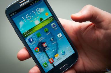 Samsung I9300 Galaxy S3 je opremljen Super AMOLED displejom od 4.8 inch-a