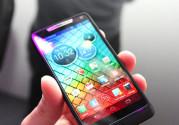 Motorola RAZR i XT 890 lepo leži u ruci