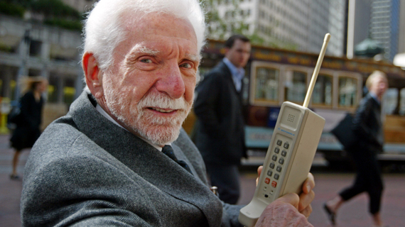 Mobilne zanimljivosti Mobilni-telefon-slavi-40.-rodjendan-2