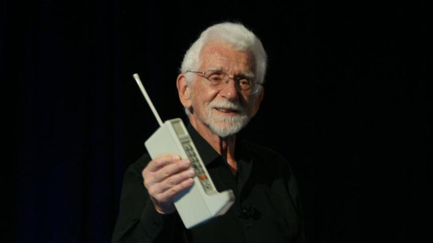 Mobilne zanimljivosti Mobilni-telefon-slavi-40.-rodjendan-3