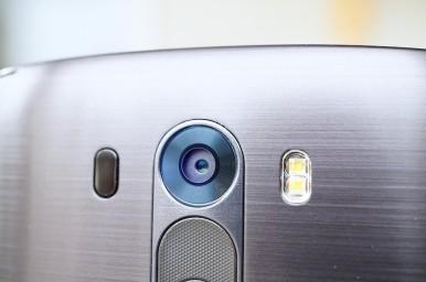 LG G3 vs HTC One M8 5